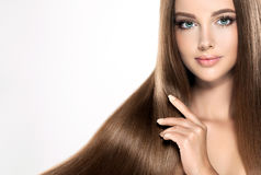 Jong aantrekkelijk meisje-model met schitterend, glanzend, lang, haar stock foto's