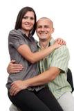 Jong aantrekkelijk paar dat op wit wordt geïsoleerd Stock Afbeelding