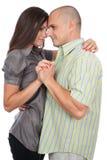 Jong aantrekkelijk paar dat op wit wordt geïsoleerdo Stock Afbeeldingen