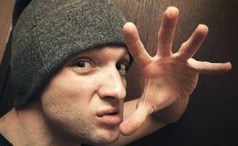 Jong agressief Kaukasisch mensengebaar Stock Fotografie