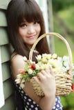 Jong Aziatisch meisje met bloemen Stock Afbeelding