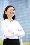 Jong Aziatisch vrouwelijk uitvoerend het glimlachen portret royalty-vrije stock fotografie