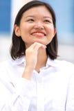 Jong Aziatisch vrouwelijk uitvoerend het glimlachen portret royalty-vrije stock foto's