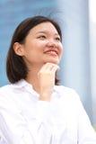 Jong Aziatisch vrouwelijk uitvoerend het glimlachen portret stock afbeelding