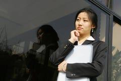 Jong bedrijfsvrouwen woth dossier Stock Fotografie