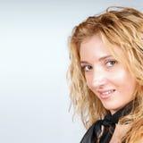 Jong blond meisjesportret Stock Afbeeldingen