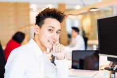 Jong Creatief Team In Their Office Royalty-vrije Stock Afbeelding