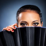 Jong donkerbruine vrouwen vreemder portret Stock Afbeelding