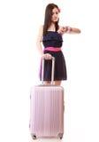 Jong geïsoleerd de zomermeisje met reiskoffer Stock Foto