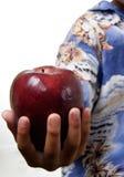 Jong geitje dat appel aanbiedt Stock Afbeelding