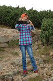 Jong geitje die beeld met haar smartphone nemen Royalty-vrije Stock Foto