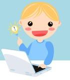 Jong geitje en computer Stock Foto