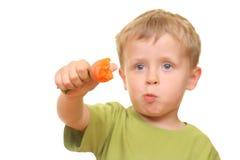 Jong geitje en wortel Royalty-vrije Stock Foto