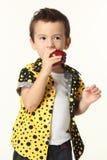 Jong geitje met appel Royalty-vrije Stock Foto's