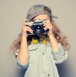 Jong geitje met camera stock fotografie