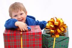 Jong geitje met giften Royalty-vrije Stock Foto's