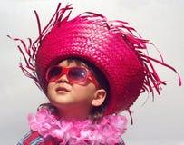 Jong geitje met grappige tropische hoed Stock Afbeelding