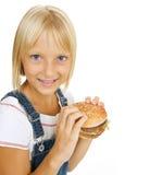 Jong geitje met Hamburger royalty-vrije stock foto