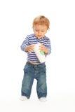 Jong geitje met koffiemok Stock Foto's
