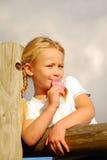 Jong geitje met roomijs Royalty-vrije Stock Foto