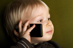 Jong geitje op telefoon Royalty-vrije Stock Fotografie