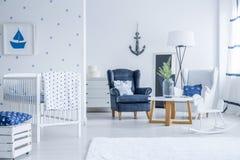 Jong geitje` s ruimte met mariene decoratie stock fotografie