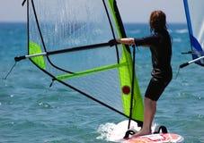 Jong geitje windsurfer stock foto's