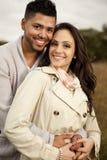 Jong gelukkig paar in liefde. stock afbeelding