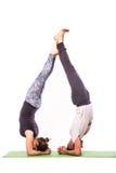Jong gezond paar in yogapositie Royalty-vrije Stock Foto