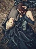 Jong gothpaar in openlucht Stock Afbeelding