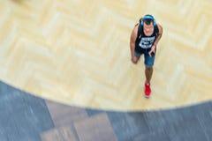 Jong Guy Walking, Mening van hierboven stock afbeeldingen