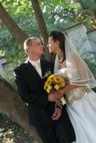 Jong huwelijkspaar Stock Foto's