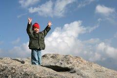 Jong jong geitje bovenop de berg Royalty-vrije Stock Afbeeldingen