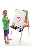 Jong kind dat zich bij kunstschildersezel bevindt Royalty-vrije Stock Fotografie
