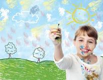 Jong kind die een landschap trekken stock afbeeldingen