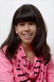 Jong Latijns Meisje die met Gekleurde Steunen glimlachen Stock Afbeeldingen