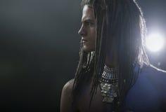 Jong man portret Modieuze knappe sexy Kerel met Dreadlocks royalty-vrije stock afbeelding