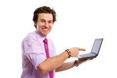 Jong mannelijk punt aan de juiste website, computer Stock Afbeeldingen