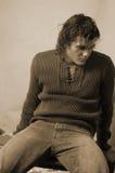 Jong mannetje in romantische sweatersepia royalty-vrije stock foto