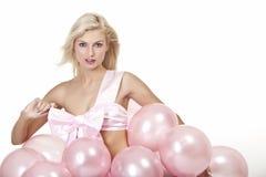 Jong meisje als gift in ballons Stock Foto's