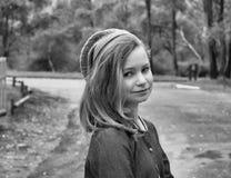Jong meisje in Baret Stock Foto's