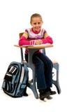 Jong Meisje bij bureau in school op wit Royalty-vrije Stock Afbeeldingen