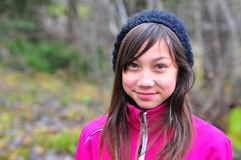 Jong meisje bij de herfst Stock Foto