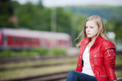 Jong meisje bij de post Royalty-vrije Stock Afbeelding