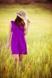 Het verbergen achter haar hoed Stock Foto