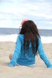 Jong meisje bij het strand. Stock Afbeelding