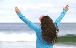 Jong meisje bij het strand. Stock Fotografie