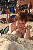 Jong meisje bij het strand met nat haar Royalty-vrije Stock Afbeelding