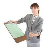 Jong meisje in bureau clouses Stock Foto's