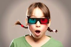 Jong meisje dat 3d glazen draagt Stock Afbeelding